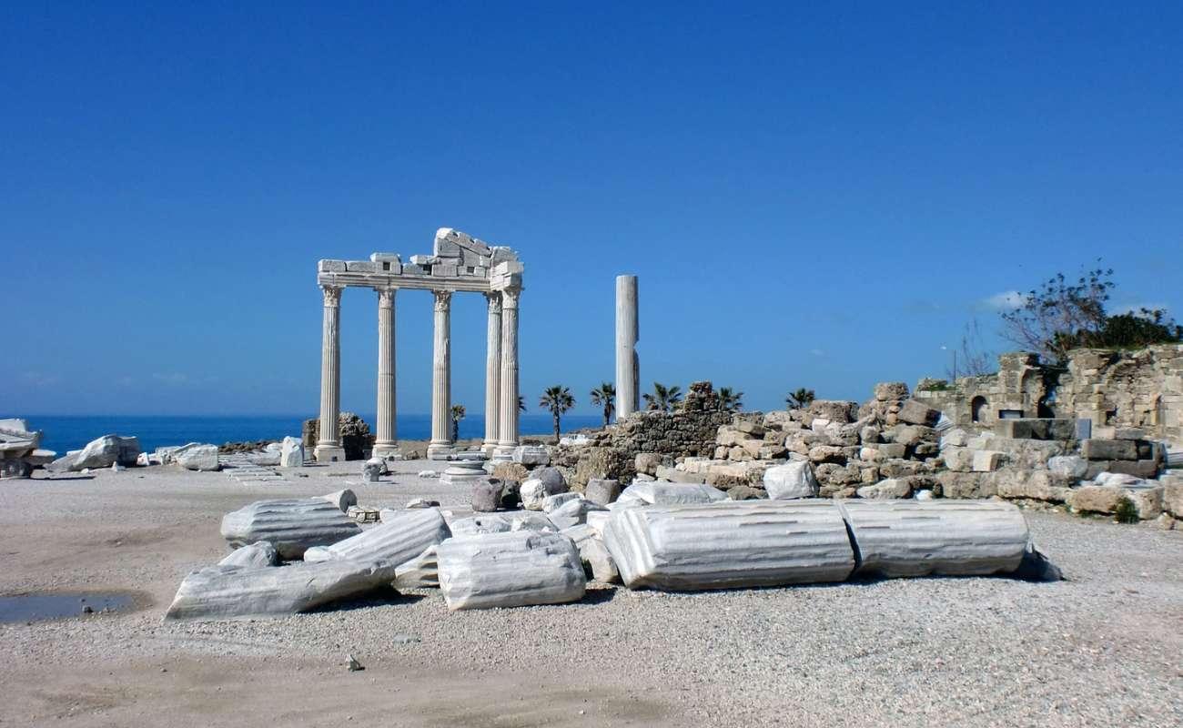 V Side na Turecké riviéře najdete zachovalé ruiny antických památek i moder